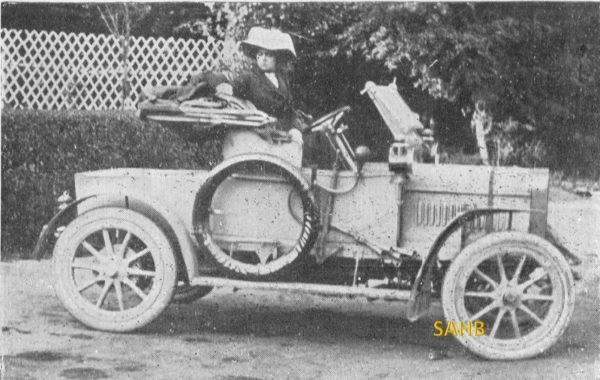 yes we know william morris made his first car in 1913 but this is definitely a morris the difference is that it is a steam car manufactured around